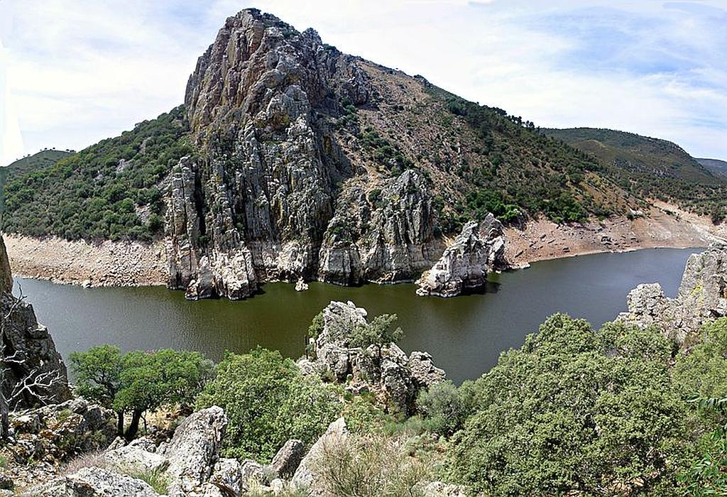 The area of Monfragüe National Park is noted for its importance as a breeding area for a selection of rare and protected birds,