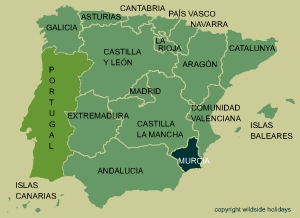 In Murcia, vineyards cover open fields in the north east of the region. In the north west are mountains and between a plateau which is cut through by the Segura river.