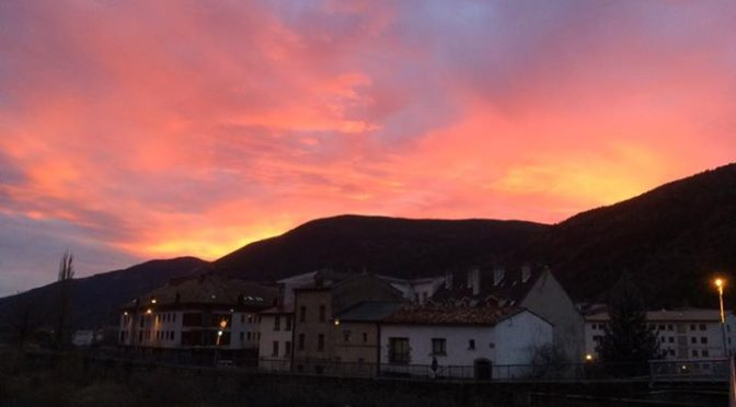Beautiful sunset last night in Biescas and then woke up this morning to snow (li…