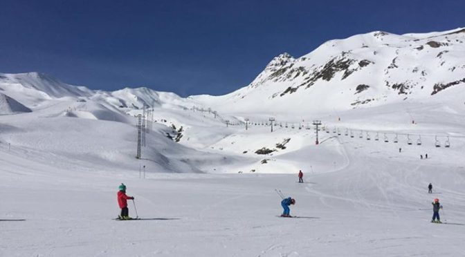 Lots of sunshine up at Formigal today. Good snow higher up – around sextas a bit…