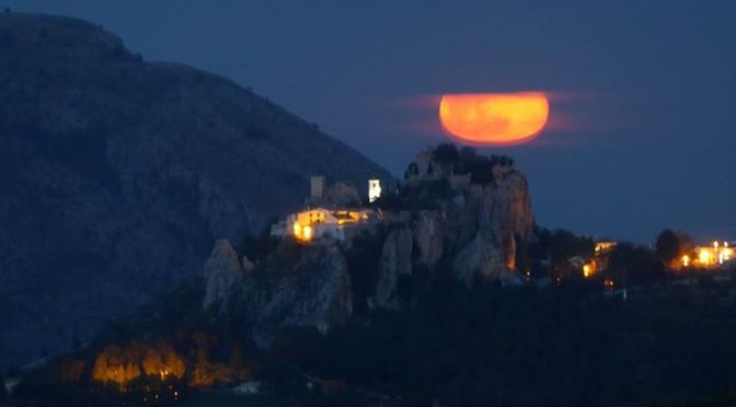 Amazing moonrise tonight from Abdet!