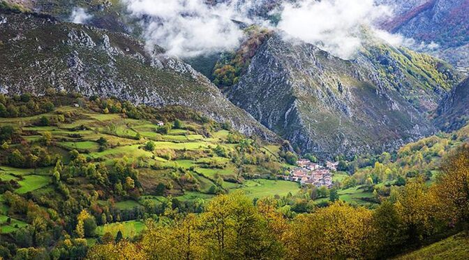 The Redes Natural Park is mostly covered by large wooded areas, among which its endless beech forests stand out and is located in the eastern central area of Asturias.