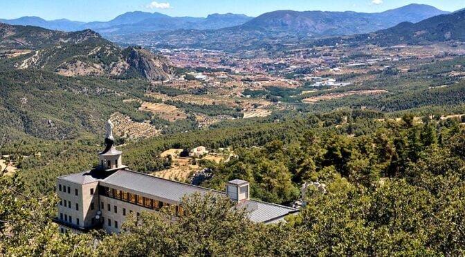 the Carrascar de la Font Roja Natural Park is made up by the mountainous terrain of of El Alto de San Antonio (L'Alt de Sant Antoni), El Carrascar de la Font Roja and La Teixereta.
